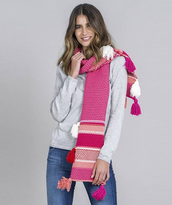 Scarf with pompons