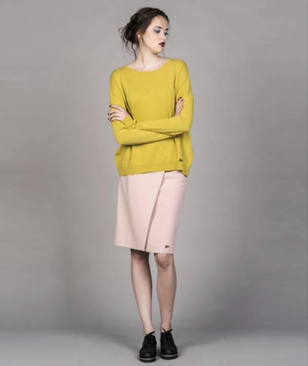 Skirt with overlap