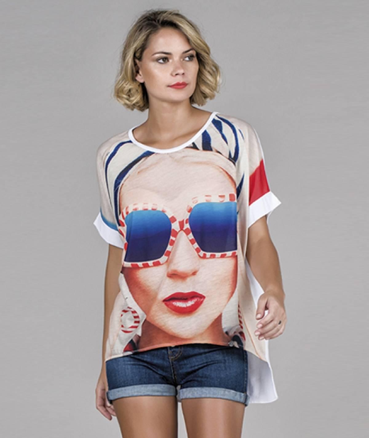 T-shirt motivo óculos sol...