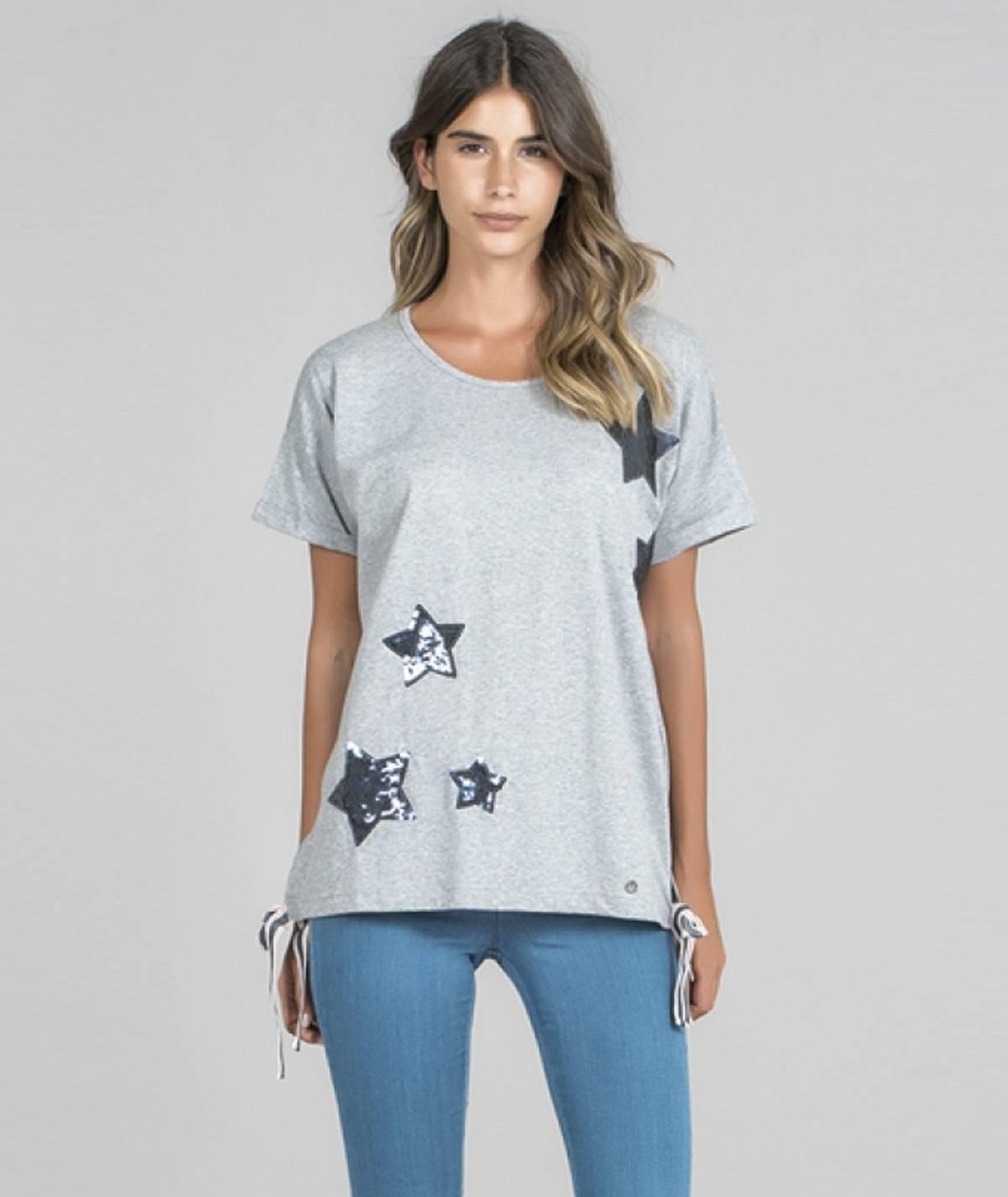 T-shirt com motivo estrelas