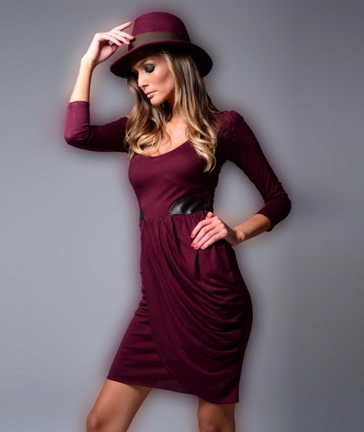 Vestido com decote redondo