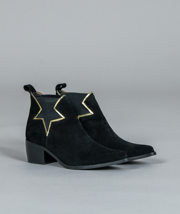 Ankle boots star...