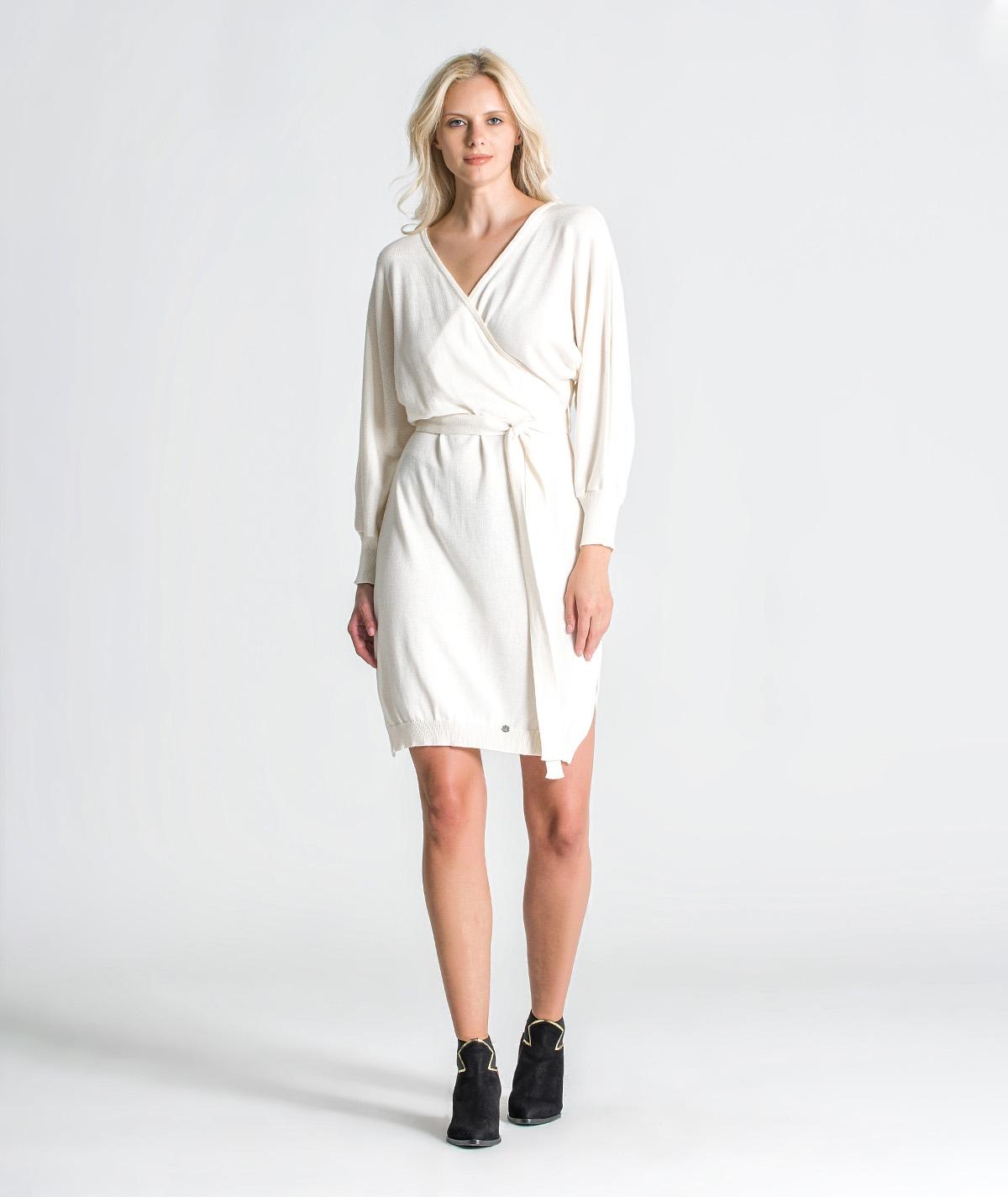 Vestido cruzado com cinto