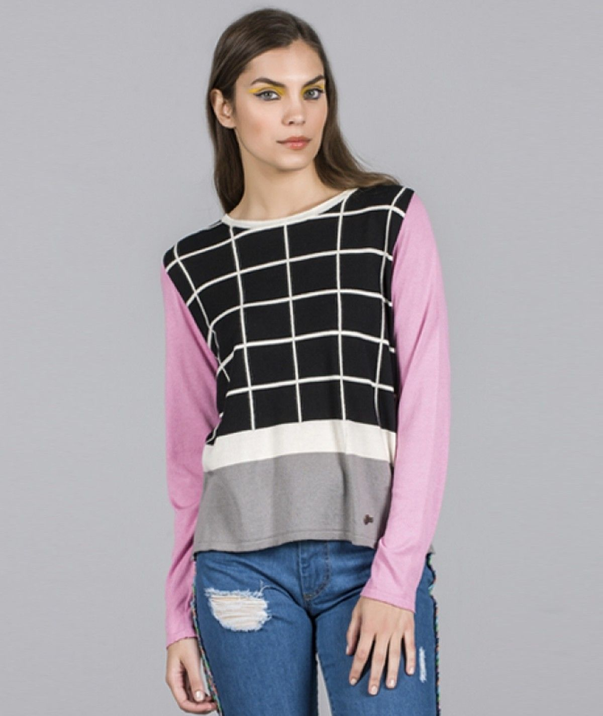 Sweater with square motif