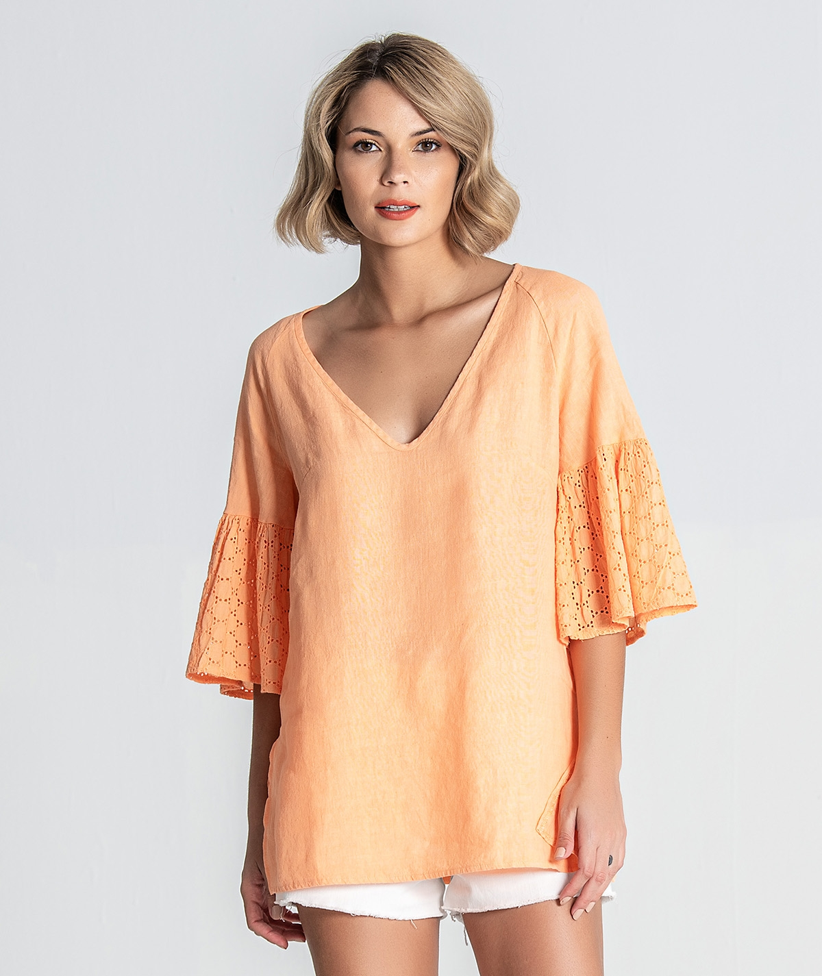 Blusa com manga bordada
