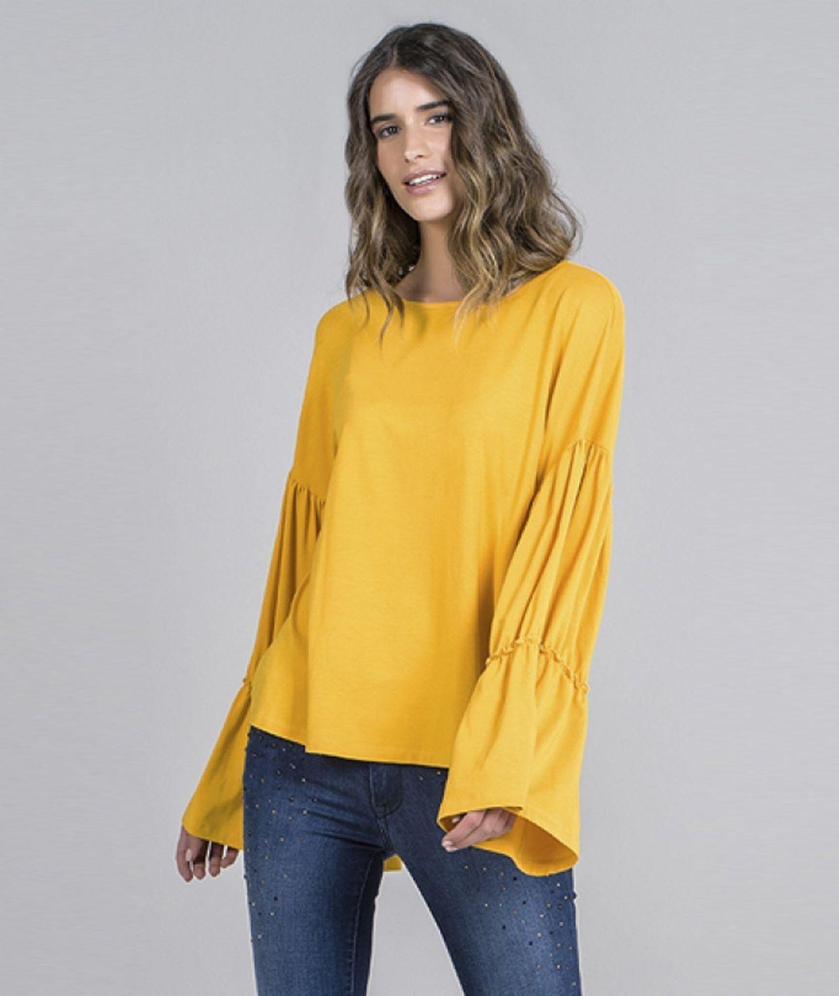Blusa com mangas com folho