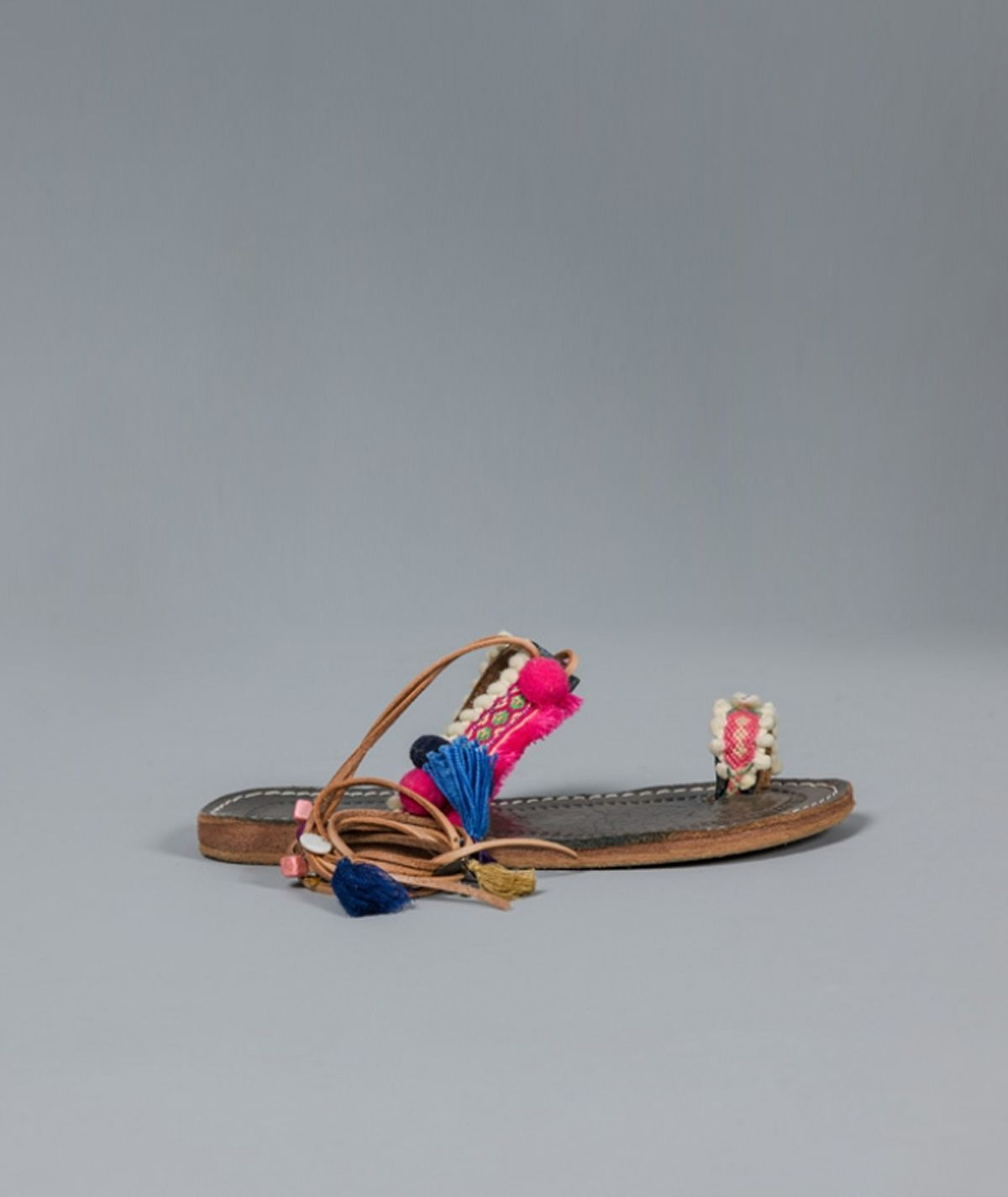 Sandália de tiras