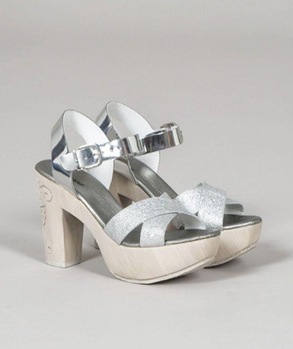 Sandália metálica...