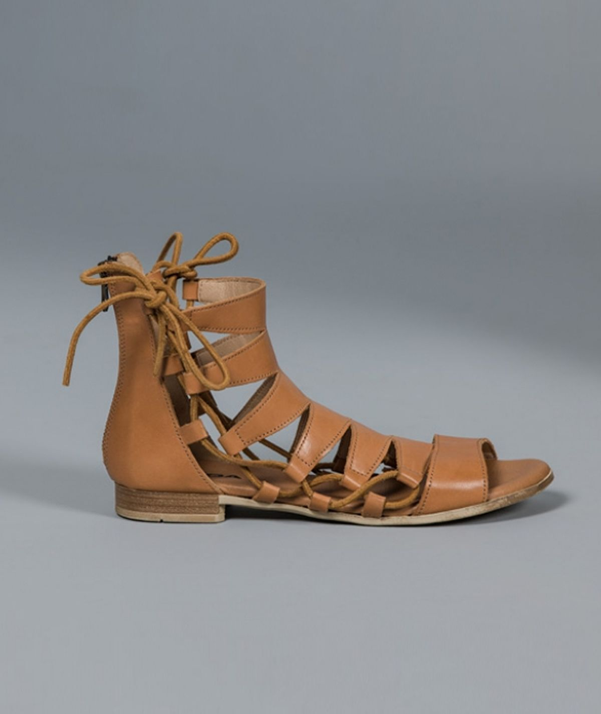 Sandália gladiadora rasa